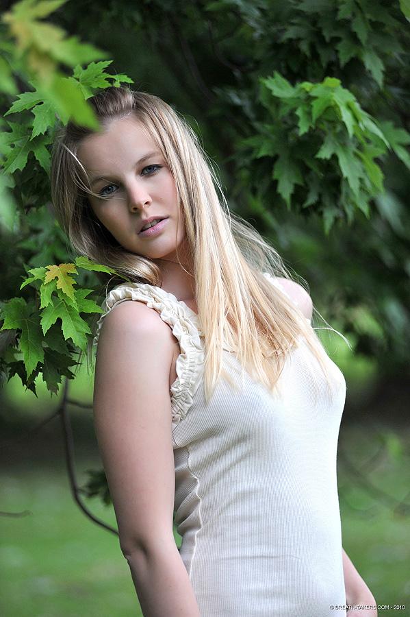 Hot desktop girls wallpapers: Sweet Natural Beautiful Girl