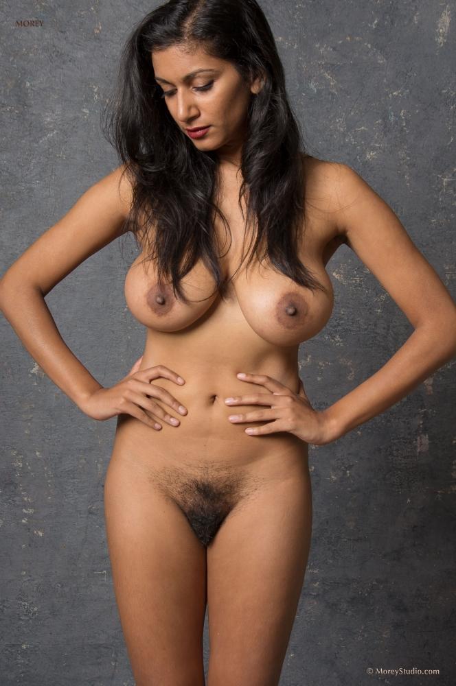 Развратная азиатка только рада большому члену порно фото бесплатно