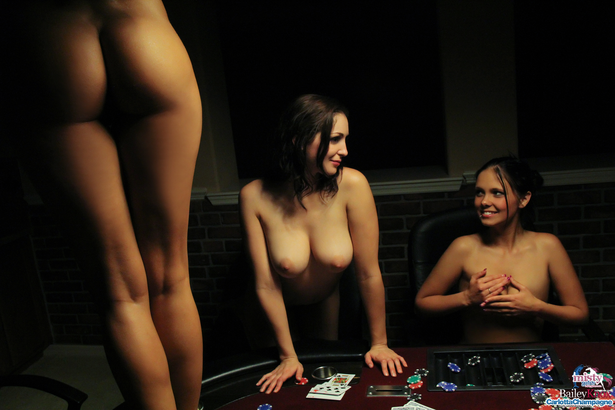 Голые Девушки Играют Онлайн