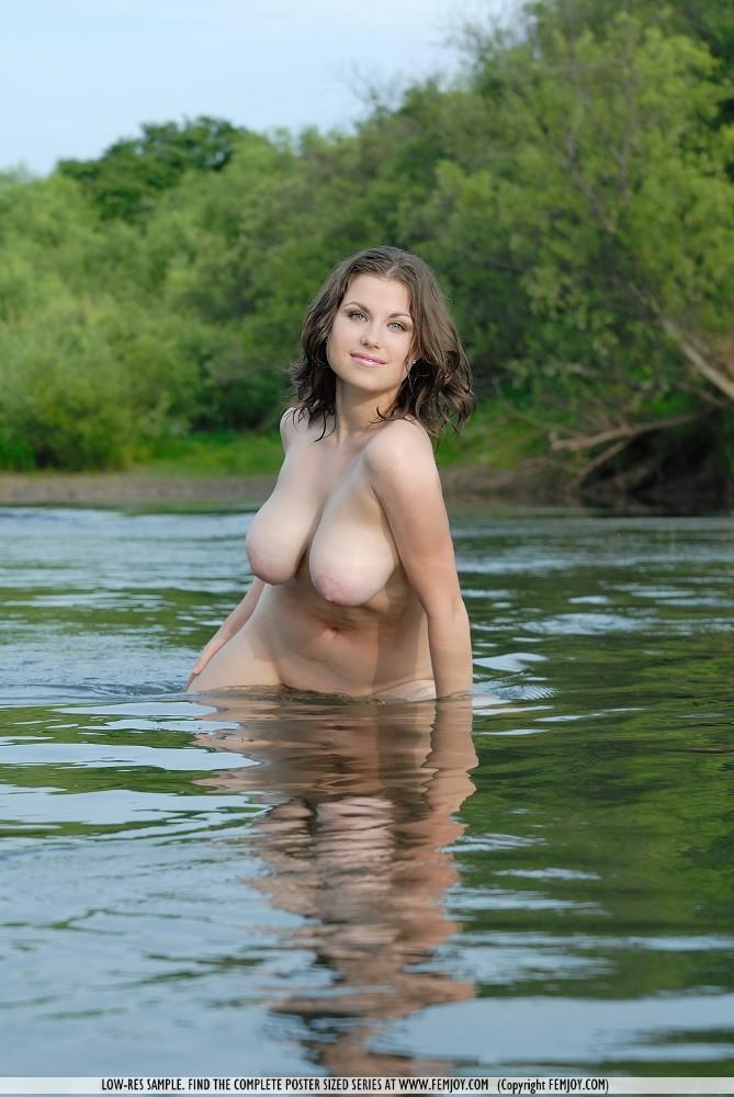 фото голых пышных баб в лодке