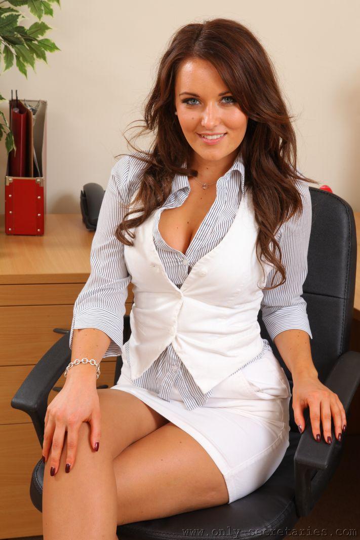 Mature office boss Ana Nova takes hardcore anal pounding at work  1135278