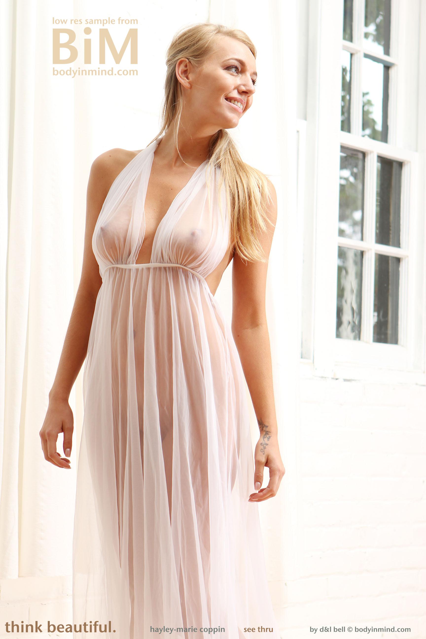 Natural blonde Hayley Marie Coppin strips off her bikini on a sandy beach № 271847  скачать