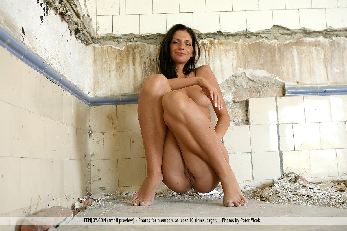 Девушка на корточках порно# ukstroycom.ru >> Развратные видео для ...