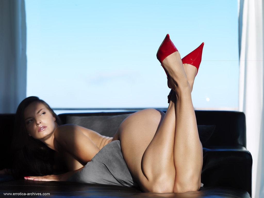 Голые женщины в туфлях фото