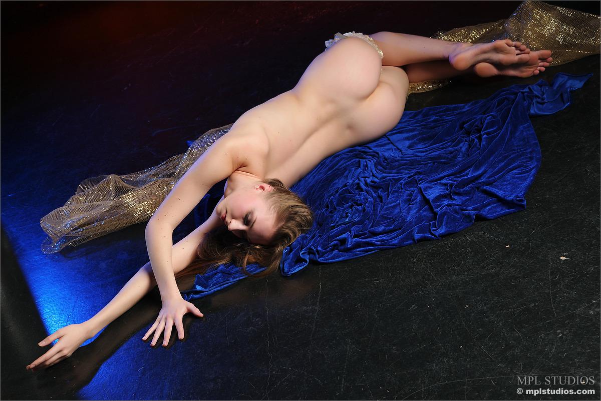 Ira Nude 112