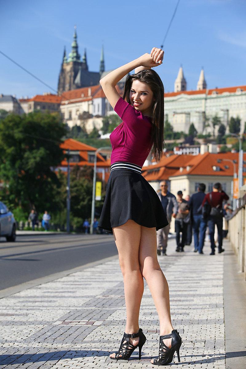 Rhian Sugden poses topless amid Vernon Kay sexting