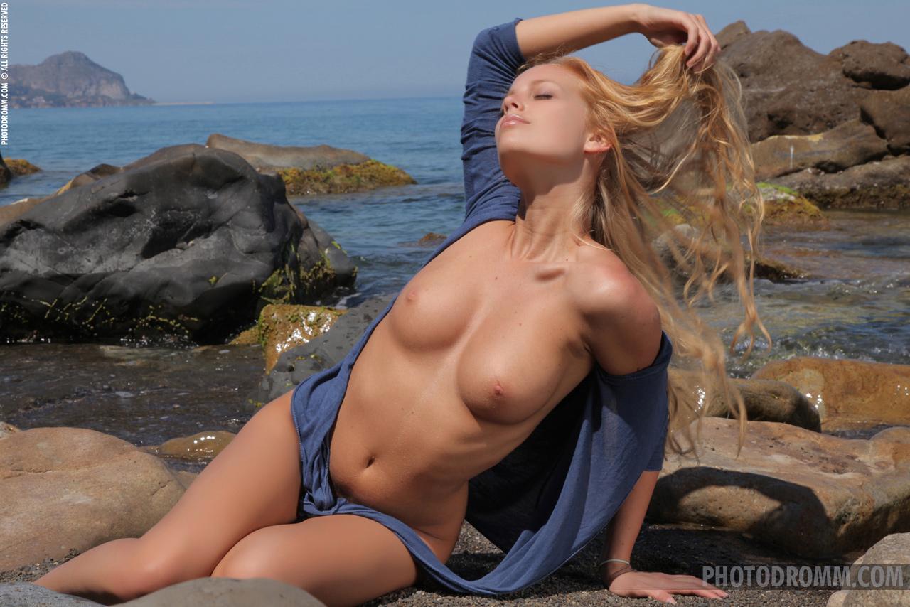 reef girls boobs nude