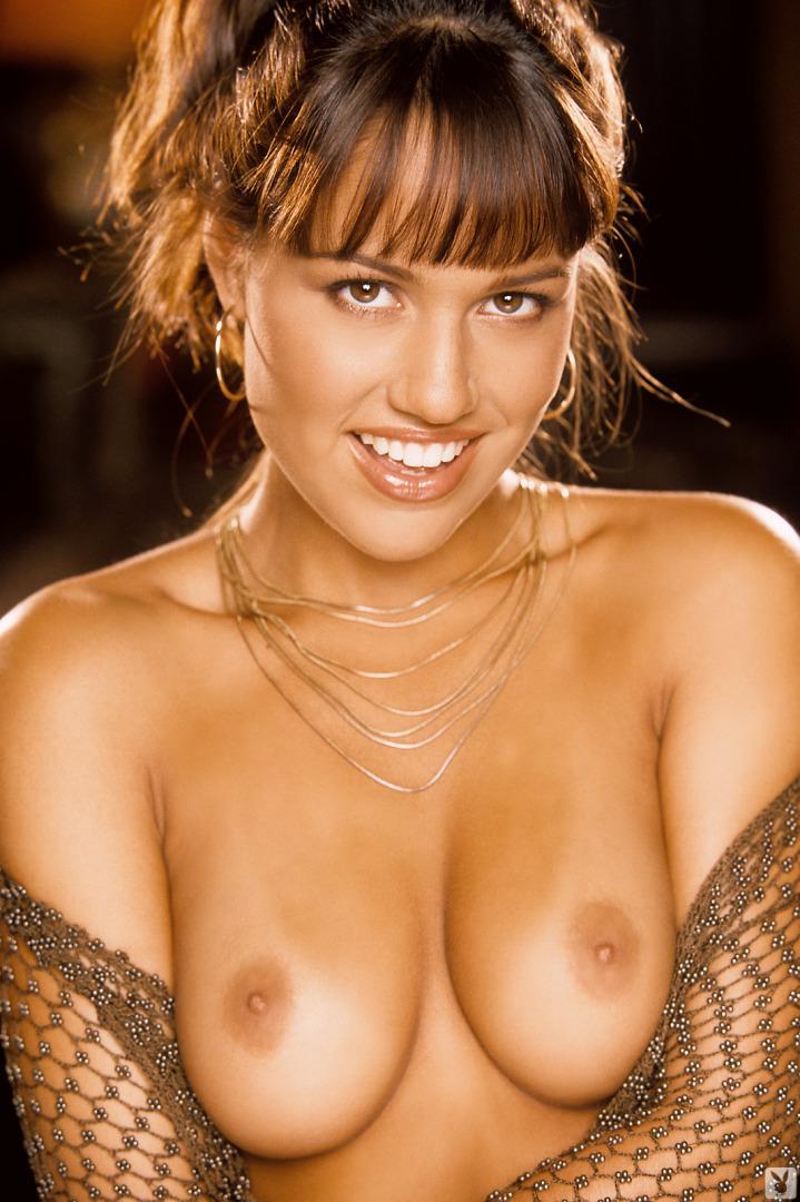 Cara zavaleta poses in the nude
