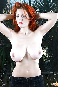Danielle Riley  nackt