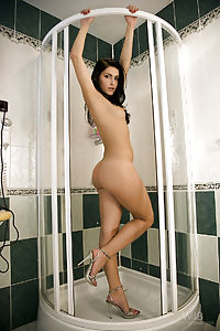 rich nude Rea