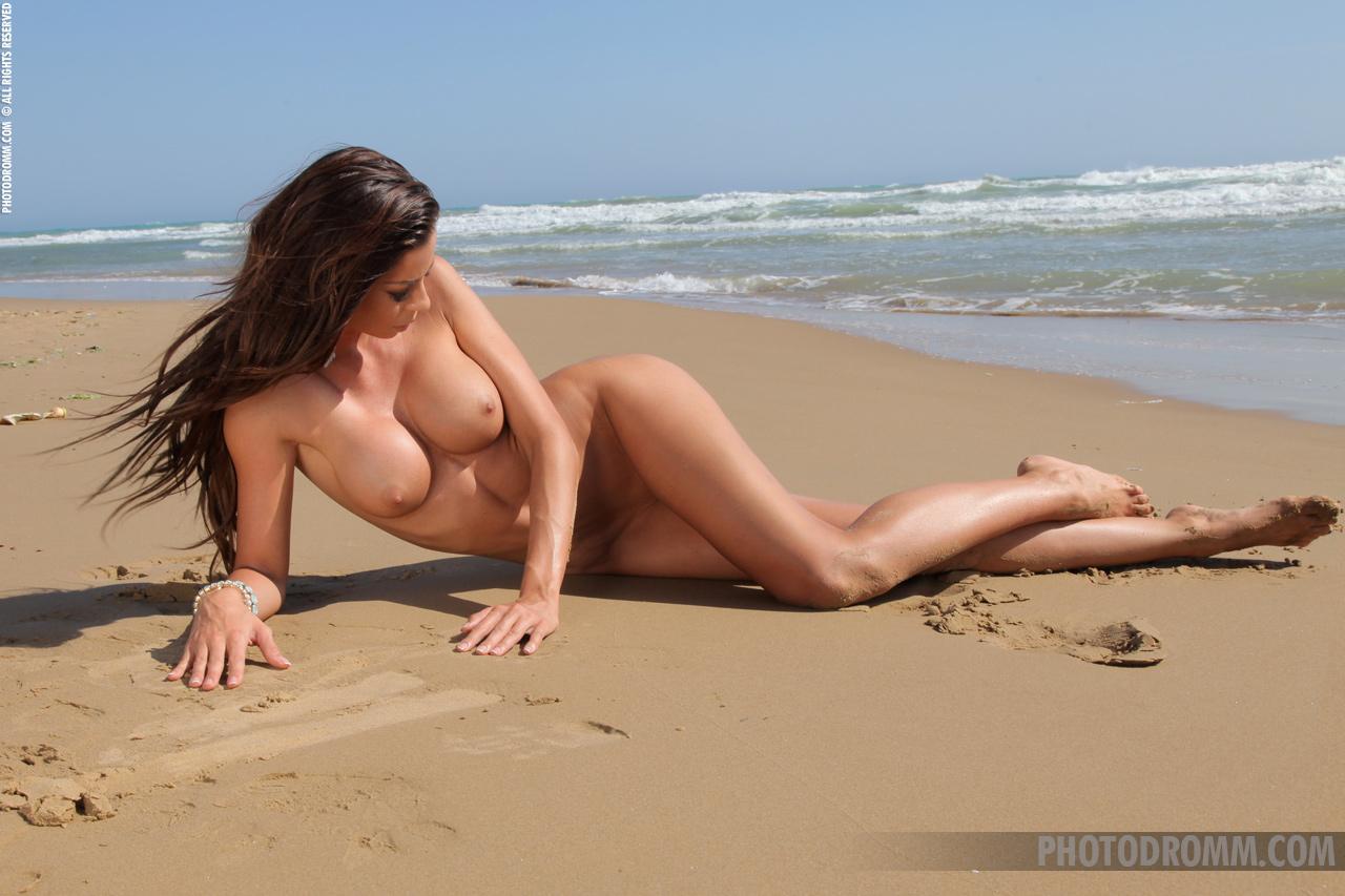 hq naked girls